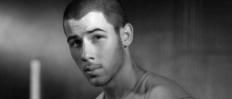 Nick Jonas diz que irá lançar músicas natalinas!