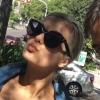 10 fotos da Bebe Rexha com os fãs aqui no Brasil