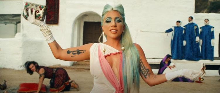 """Lady Gaga lança clipe de """"911"""" com produção cinematográfica e história incrível."""
