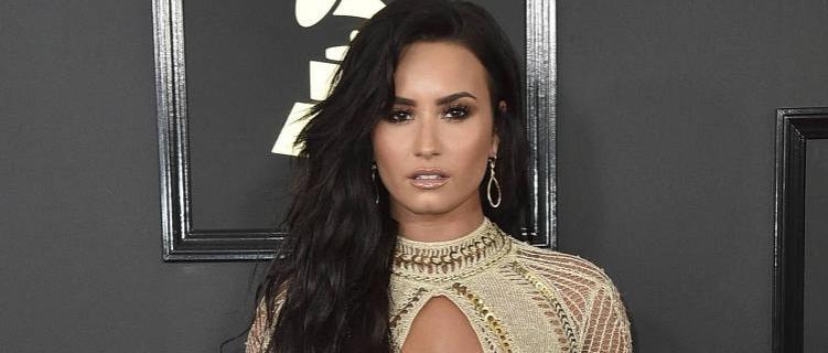 """Demi Lovato lança música para filme da Netflix sobre o festival """"Eurovision""""."""