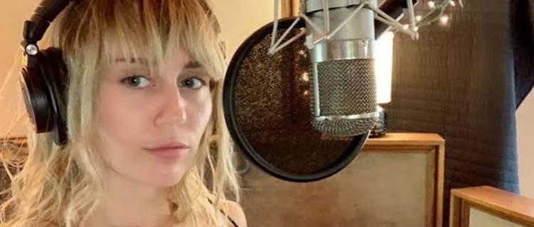 Miley Cyrus entra em estúdio após término com Liam Hemsworth