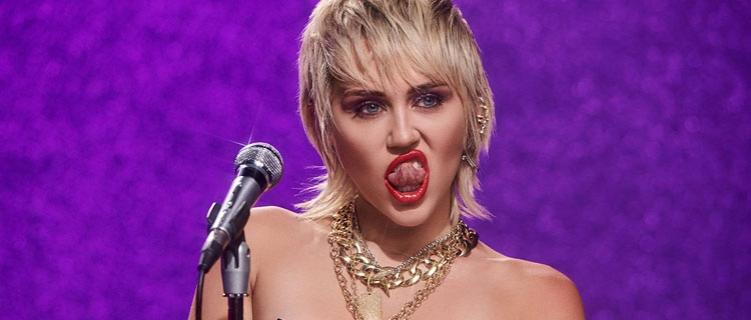"""Miley Cyrus lança a nova música, """"Midnight Sky""""."""
