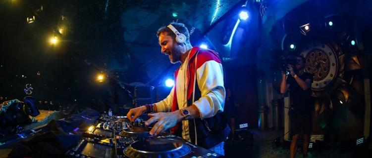 """David Guetta volta a ser considerado o melhor DJ do mundo. """"Estou muito feliz mas a melhor notícia seria a vacina para a COVID-19"""""""