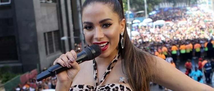 Bloco das Poderosas: Anitta agita 420 mil pessoas com hits e convidados especiais