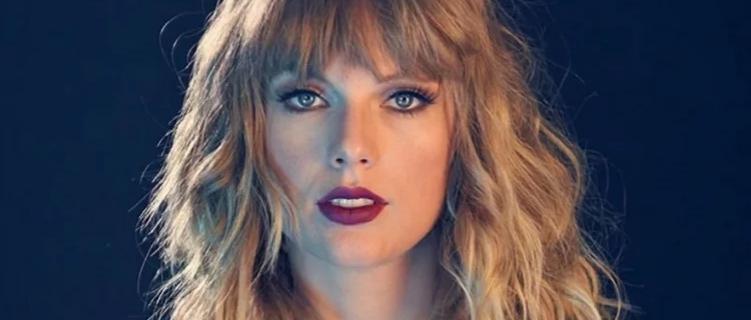 """Taylor Swift vive um homem em seu novo clipe, """"The Man""""."""