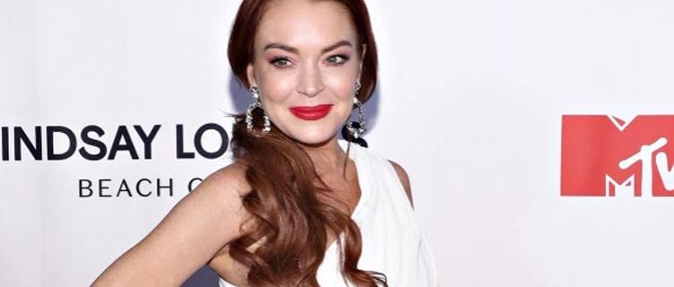 Lindsay Lohan entra em estúdio e confirma retorno à música