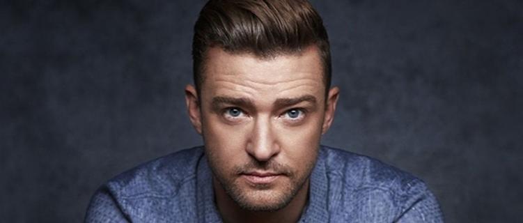 Justin Timberlake é agarrado por homem durante evento de moda