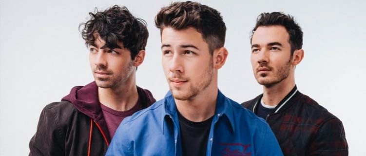 """Jonas Brothers anunciam data de lançamento de novo single, """"What Man Gotta Do"""""""