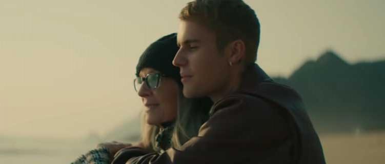 """Justin Bieber lança clipe de """"Ghost"""" com participação de Diane Keaton"""