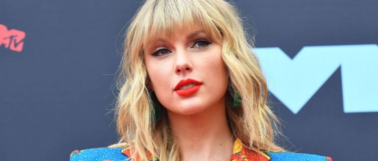 """Taylor Swift libera sete faixas ao vivo do show """"City Of Lover"""", em Paris."""