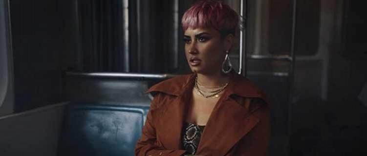 "Demi Lovato e Sam Fischer lançam clipe para a parceria ""What Other People Say""."