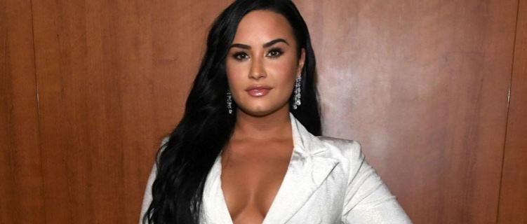 """Demi Lovato manda recado para Donald Trump em nova música; ouça """"Commander In Chief"""""""