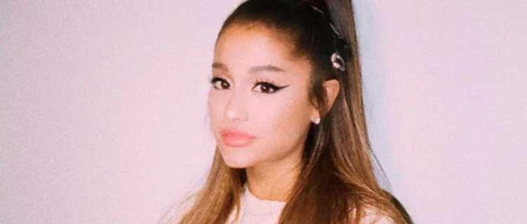 """Ariana Grande lança a versão deluxe de """"Positions""""."""