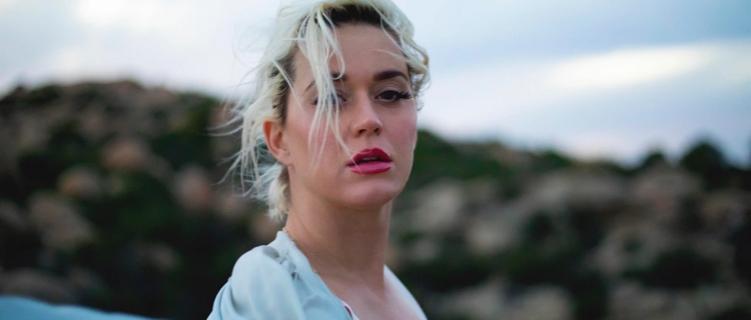 """Katy Perry lança a pessoal """"Daisies"""", primeiro single do novo álbum."""