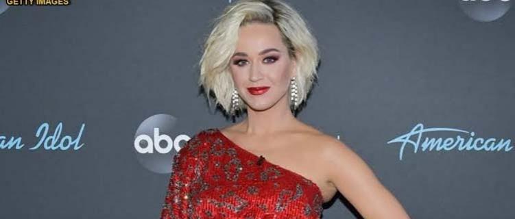 Katy Perry recebe novos certificados e placa comemorativa por 100 milhões de singles vendidos nos Estados Unidos