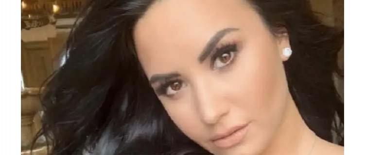 Demi Lovato é madrinha de casamento de uma das de suas melhores amigas e posta fotos. Veja!