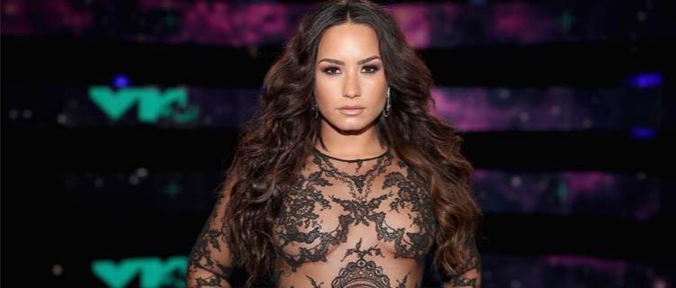 Demi Lovato confirma que irá se apresentar no Grammy Awards
