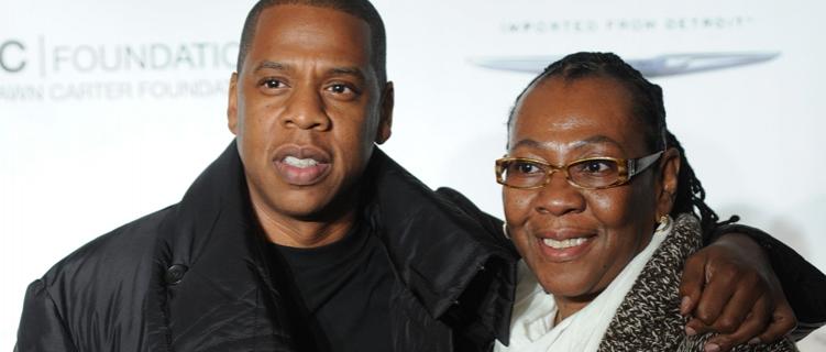 """Jay-Z conta sobre o dia em que sua mãe saiu do armário: """"fiquei muito feliz que ela enfim estava livre"""""""