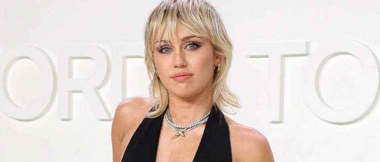 "Miley Cyrus revela tracklist de ""Plastic Hearts"", com parcerias de Joan Jett, Billy Idol e Dua Lipa"