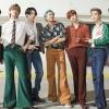 """BTS lança clipe alternativo para """"Dynamite"""", com mais cenas divertidas e erros de gravação."""