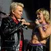 """Miley Cyrus leva muito rock e sucessos de """"Plastic Hearts"""" ao animado pré-show do Super Bowl"""