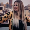 "Avril Lavigne anuncia clipe de ""Flames"" para sexta-feira e prepara novo álbum"