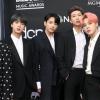BTS se torna o primeiro grupo da história a ficar cinco semanas em primeiro lugar na parada Artist 100 da Billboard