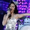 BTS e Katy Perry doam figurinos icônicos para leilão de caridade