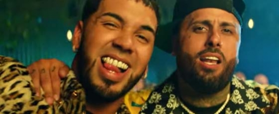 Nicky Jam x Anuel AAWhine Up